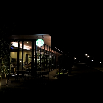 Cafe_in_the_night.jpg